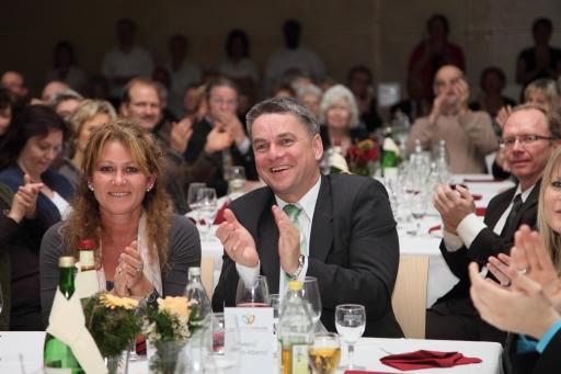 Buergermeister Ralf Baumert mit Begleitung am Gala-Abend